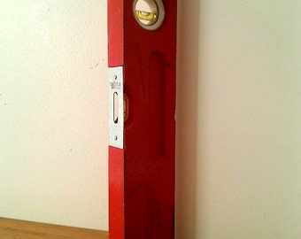 Small Red Vintage Level. Measures 1 foot. Original paint.