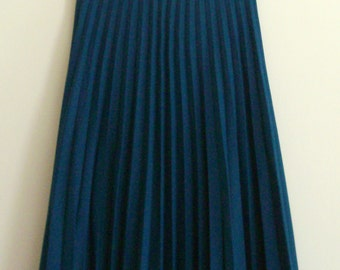 Green Pleated Skirt, Size M