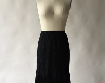 VANITY FAIR all-lace black half slip with 360+ degree crystal pleats / XS / S