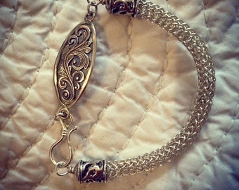 Sterling silver Viking knit bracelet with silver filigree feature. 18.5cm.