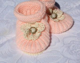 Baby booties. Baby girl knitted shoes. Pink baby slippers. Baby shover gift. Ready to ship. 0-3 months baby slippers.