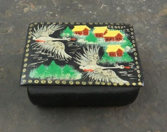 Vintage Oriental Themed Heron Hand Painted Lacquer Trinket Box with Hinged Lid
