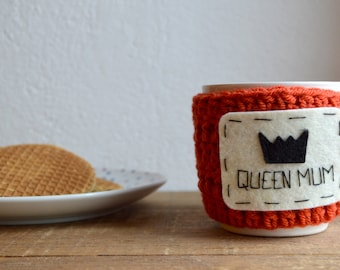 Personalized gift/ Mother day gift / Mug cozy / Queen Mum /Hand crocheted/ Wool and felt/ Standard size/ Custom gift