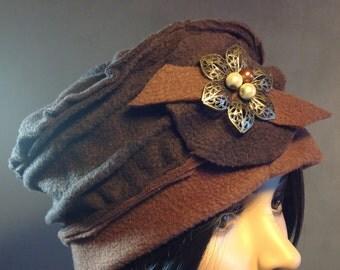Hat / Bonnet fleece chocolate brown. Unique size
