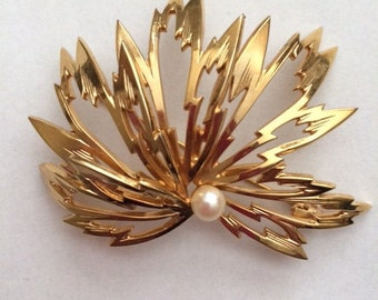 Leaf Gold Pearl Brooch