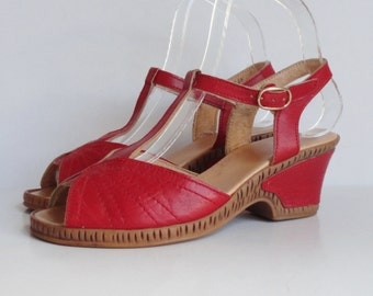 Red 70s Vintage Leather Wedges With Ankle Strap // Size 36