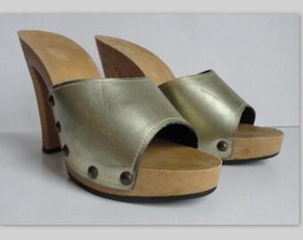 Golden Vintage Vegan Platform Clogs With Rivets // Size 38