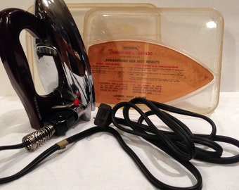 Landers Frary & Clark's Universal Travel Iron, Vintage, New Britain Conn., Original Plastic Case and Directions, No. EA1630, Small Appliance
