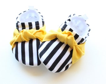 Baby girl shoes, monochrome stripes with sunny yellow knots for girls