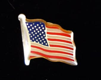 "VINTAGE PATRIOTIC - ""Flag"" Pin"
