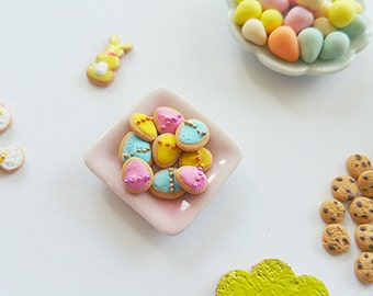 Dollhouse miniature Easter egg cookies / Scale one inch Easter cookies / easter dollhouse miniatures / dollhouse easter scale 1 12 biscuit