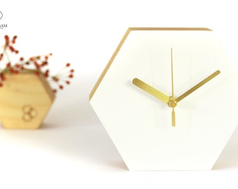 Moderne Tischuhr, Hexagon Uhr, Trending Decor, Uhr Holz, Honeycomb Decoration, minimalistisch, geometrische Uhr, unique, Home and Living