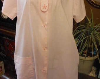 1960/70's Isis Pink Cotton Light weight summer Housecoat New