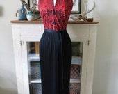 XS, S 70s maxi, red and black ethic print