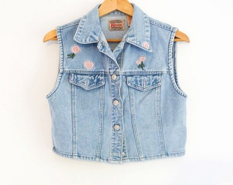 Floral embroidered cropped denim vest / jean vest / 90s vintage #girlgang pink flower embroidery punk grunge