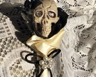 Boutonniere--Wedding Boutonniere--Skull Wedding--Skull Boutonniere-Mardi Gras--Dia de los Muertos--Halloween Parties--Halloween Boutonniere