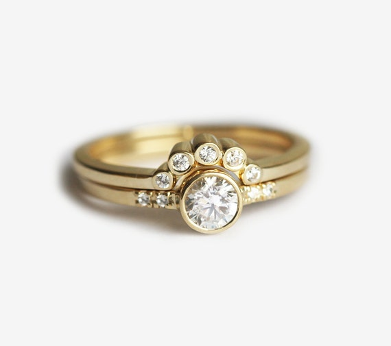 Round Diamond Ring with Bezel Diamond Crown Ring Engagement