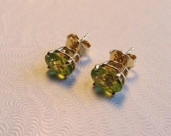 14k Gold Peridot Post Stud Earrings 1.29g