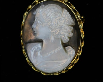 18 kt Gold Antique Cameo Brooch/Pendant