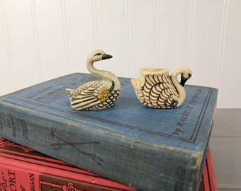 2 Vintage Old Crow 2 Stoneware Swans, Mini Swan Figurines, Craft Supplies, Party Favors