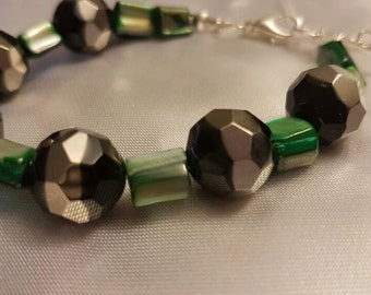 Green black mother of pearl bracelet