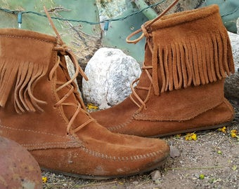 Brown Suede Minnetonka Lace Up Fringe Moccasin Booties Size 9