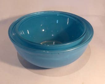 Turquoise Pyrex measured mixing bowls – 3pt & 4pt – original from the 1960s