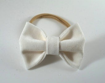 White Velvet Bow Headband. Baby Headband. Newborn Headband. Baby Christmas Bow. Newborn Photo Prop. Velvet Toddler Hair Bow. White Baby Bow.