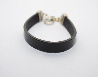 Bracelet in black leather, leather bracelet, black bracelet, cuff bracelet - one lap bracelet