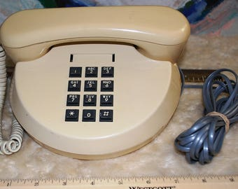 Northern Telecom Rendezvous model desk telephone