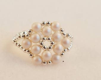 Pearlescent White Swarovski Pearl and Sterling Silver Ring Size 9 1/4