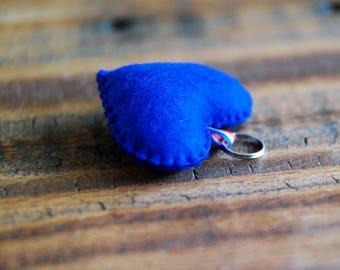 Vilten hart sleutelhanger (blauw) | cadeautip!
