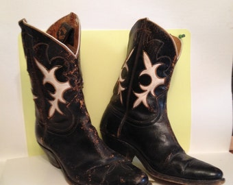 Western boot decor,peewee style boots,epsteam,boot barn,boot corral,boots and saddle,boots.