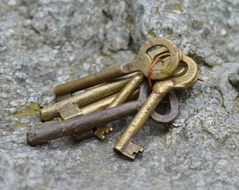 Skeleton keys - Small brass keys - Set of 6 brass keys - Rustic keys - Antique skeleton keys - Old skeleton keys - Vintage skeleton keys