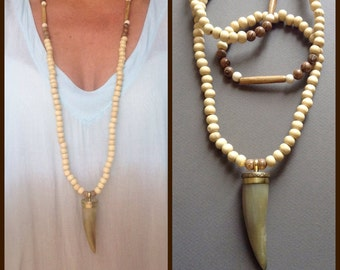 Horn necklace - wooden pearls / tribal chic - Boho chic - hippie chic
