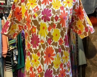 1960' late trevira floral t-shirt. Size S.