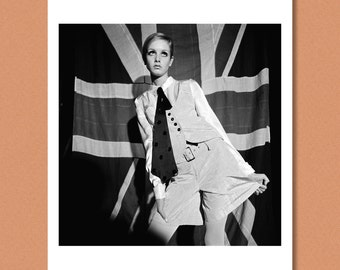 TWIGGY - 'Woman's Mirror', London 1966 -- Giclée/Photo print