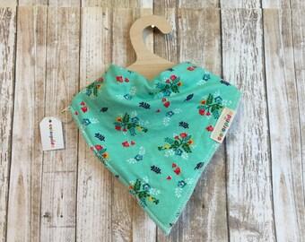 floral baby bib, vintage baby bib green, bandana bib flower green, baby gift set floral, vintage flower bib, baby bandana flower, drool bib