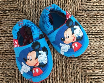 Mickey Mouse Baby Shoes, Crib Shoes, Soft Sole Baby Shoes, Baby Bootie, Baby Moccs, Baby Moccasins, Baby Booties, Baby Shower Gift
