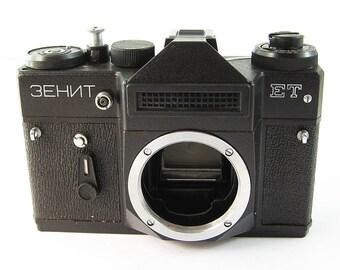 ZENIT ET Vintage Russian 35mm film SLR Camera Body Excellent Case