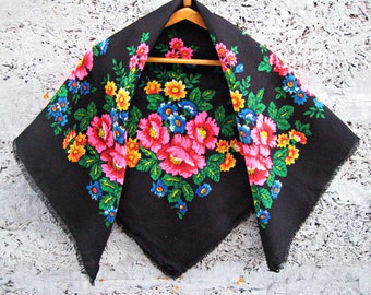 Russian shawl/wool scarf/black with flowers/Pavlovo Posad/flora shawl/ flora shawl/scarf/winter shawl