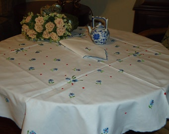 Vintage White Tablecloth with Blue Floral  Embroidery, Scalloped edge, 36 inch Square with 4 Napkins, Tea or Luncheon Set  New Store Stock