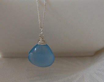 Silver necklace with blau chalcedony drop shape