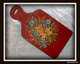 Solid wooden bread board with hand painted Hindelooper motif