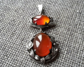 This is a beautiful sunning vintage / antique Scottish solid silver and cornelian pendent by Bernard Instone (1891-1987)