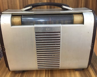 RCA Victor 66BX Vintage AM radio
