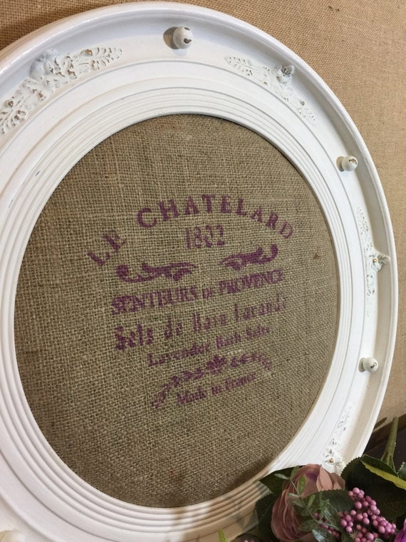 ROUND WHITE PLAQUE - Burlap Wall Decor - French Writing Lilac Fabric Stenciled Hessian Pin Board - Unique Porthole Shaped Home Decor