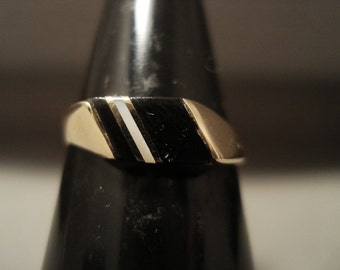 Solid 14k Gold Vintage Navajo Black And White Stone Ring