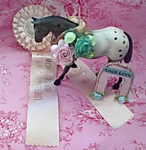 Hose pink horse