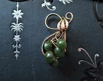50s brooch gold with emerald - green stones